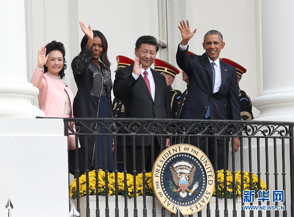 Chinese President Xi Jinping and his wife Peng Liyuan attend a welcome ceremony at the White House during their visit to the United States on Sept. 25, 2015. [Photo/Xinhua]